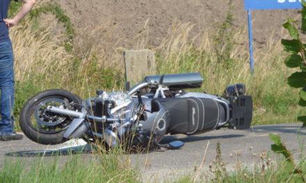 Zderzenie motocykla z samochodem osobowym w Myślniewie