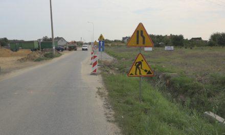 Trwa przebudowa drogi gminnej w Rogaszycach
