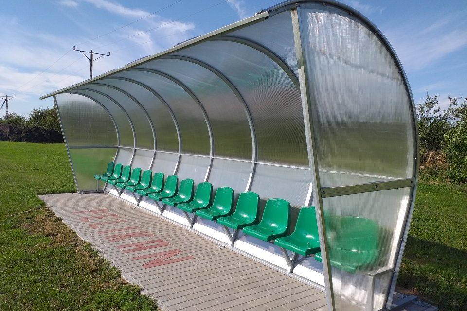 Nowe wiaty stadionowe i trybuny na boisku LZS Pelikan Grabów