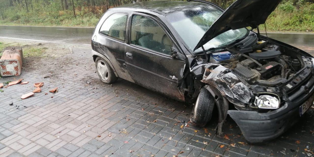 30-latek uderzył w volkswagena i płot. Miał 4 promile alkoholu!