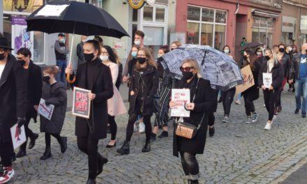 Protest kobiet w Ostrzeszowie! [ZDJĘCIA]