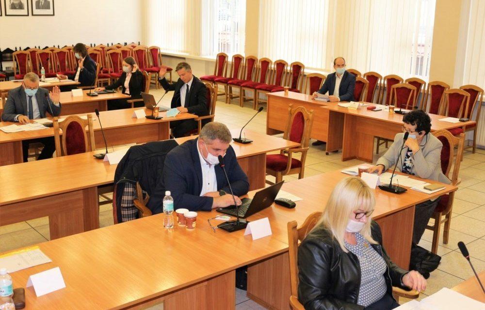 Radni przeciwko podwyżce podatku od środków transportowych