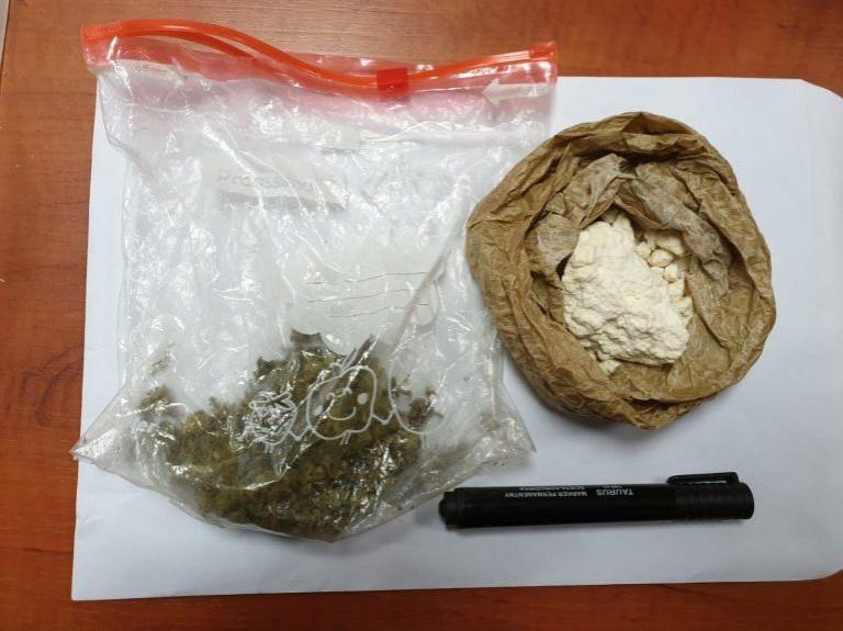 Ostrzeszów: Zatrzymany z marihuaną i amfetaminą