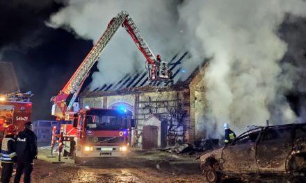 Nocny pożar w Bałdowicach. Palił się budynek gospodarczy