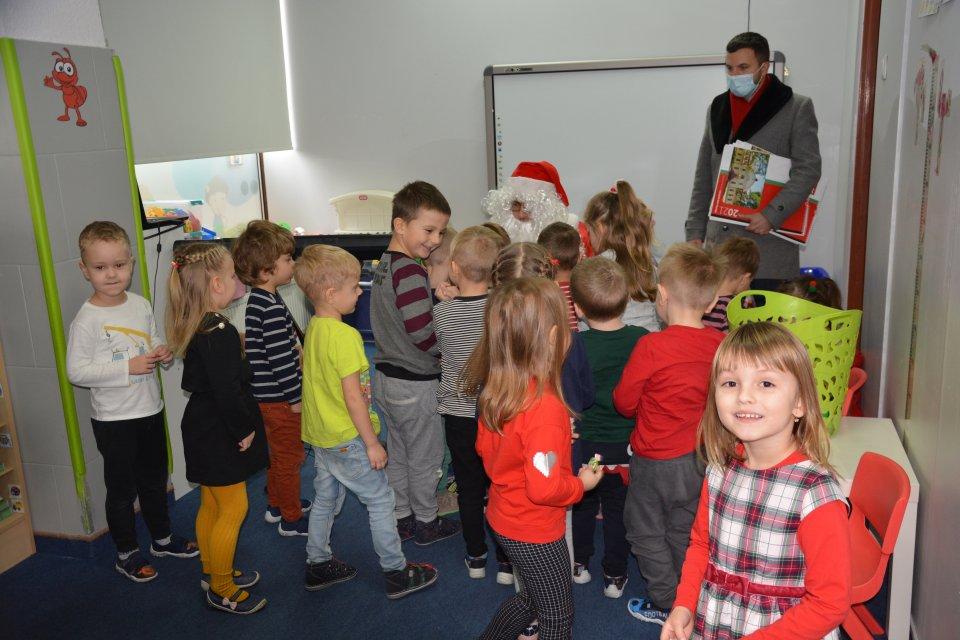 Mikołaj odwiedził przedszkolaki w całej gminie
