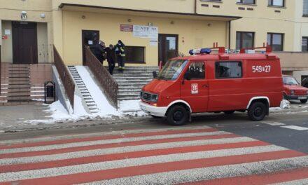 Strażacy dowożą seniorów na szczepienia przeciwko COVID-19