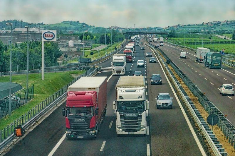 Samochód ciężarowy i ubezpieczenie – jak to ugryźć?