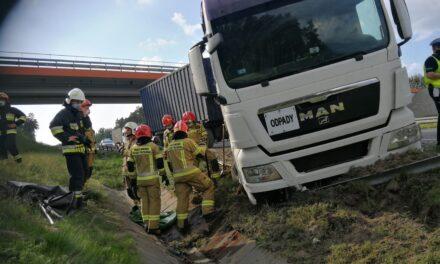 Bałdowice: Ciężarówka wypadła z drogi