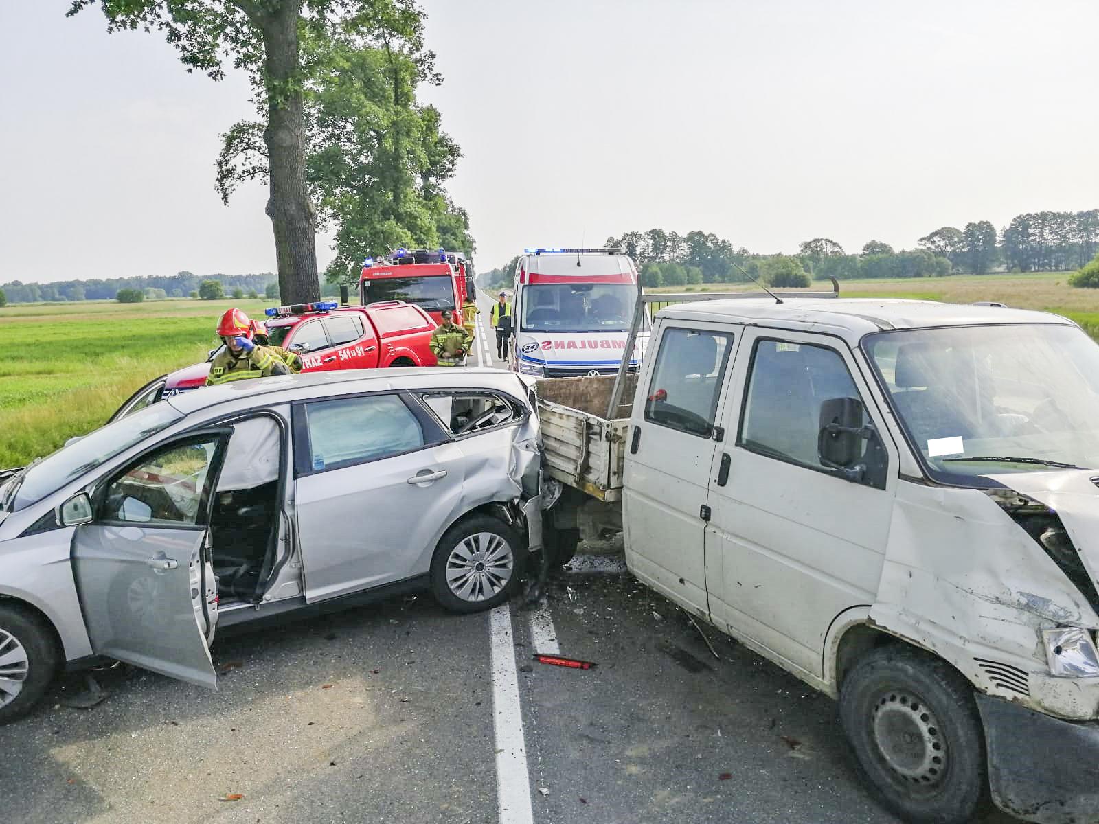 Zderzenie trzech aut. Jedna osoba ranna