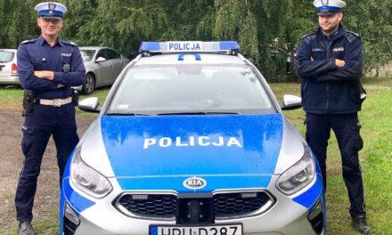Policjanci eskortowali chore dziecko